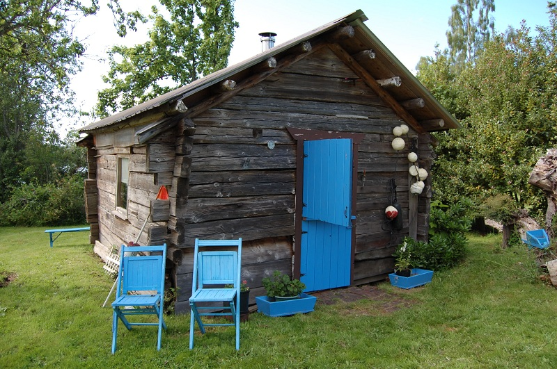 A log barn with blue doors
